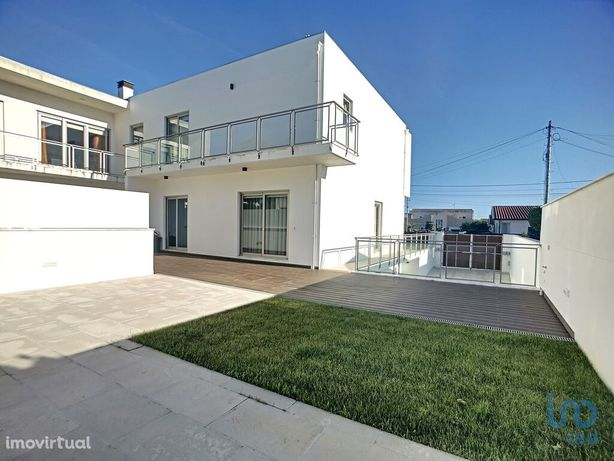 Moradia - 261 m² - T4