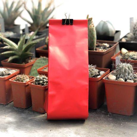 Кофейный пакет с центральны швом и боковыми закладками+ клапан