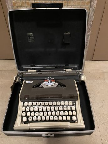 Maquina de escrever clássica LOGIKA 305
