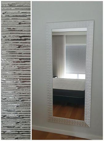 Espelho branco e cinza