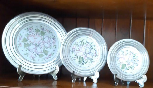 Pratos Decorativos em Porcelana pintados à mão com Estanho