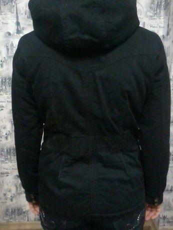 Куртка Жіноча розмір 46 з капюшоном на мєху