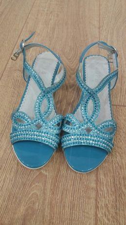 Красивые голубые босоножки 34 размера