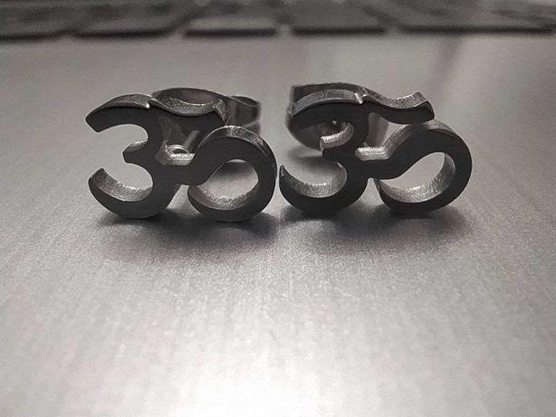 Серьги гвоздики символ Ом АУМ
