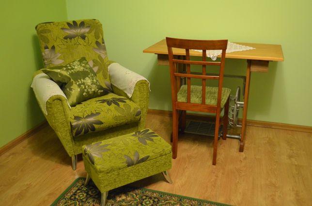 Nowy fotel i podnóżek w stylu Urban Jungle w kolorze zielonym tanio