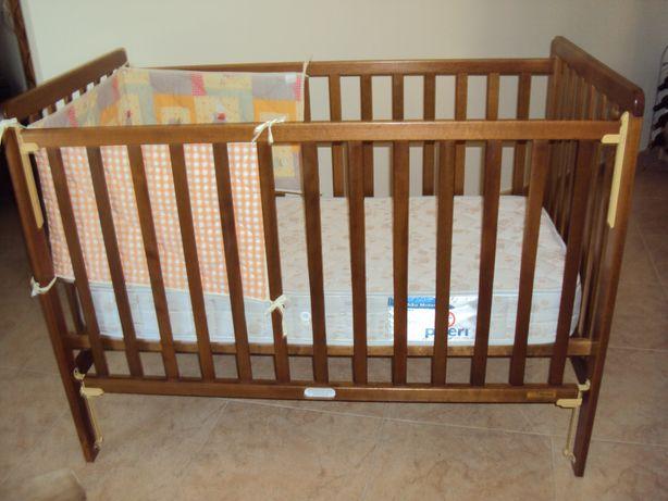 Berço para bebé em madeira