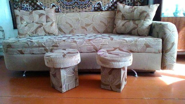 Диван-ліжко з двома маленькими кріслами
