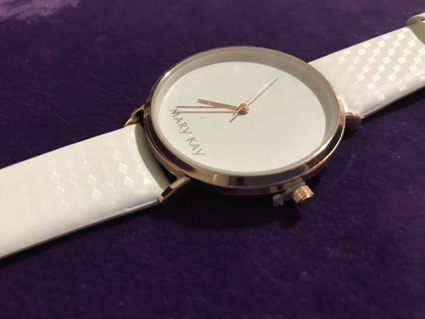 Часы-хамелеон Mary Kay