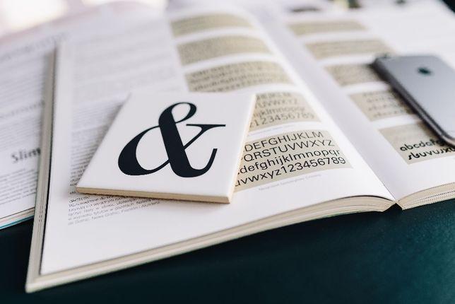 Skład, korekta, formatowanie, łamanie tekstu.