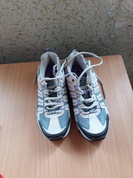 Фирменные кроссовки Fila