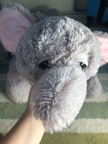 Duzy pluszowy słoń