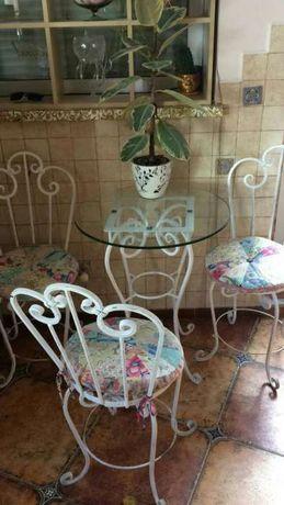 Стол, стулья, кованые изделия