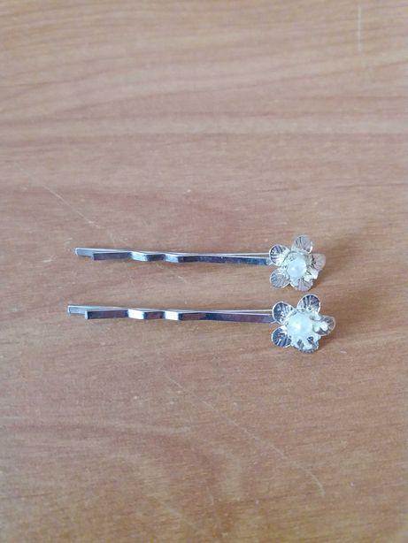 2 metalowe wsuwki do włosów srebrny kolor kwiatek perełka 5cm nowe