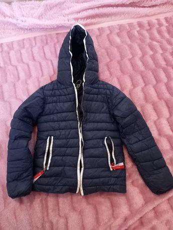 Продам весенюю куртку на мальчика 6-7 лет
