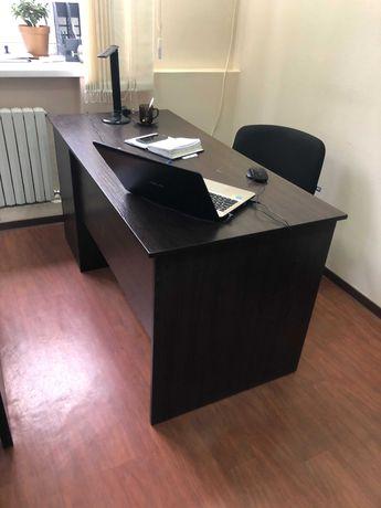 Продам стол офисный б.у., цена 600 гривен ,  р-р 1300*600мм.