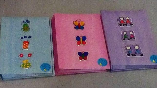Álbuns de fotografia para recordar - em rosa, lilás e azul bebé