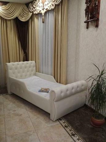 """Кровать """"Swarovski"""" для детей от года , подростков."""