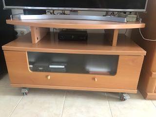 Móvel de TV com rodas