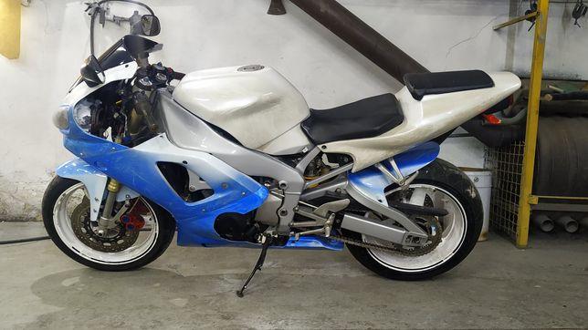 Мотоцикл Yamaha yzf-r1