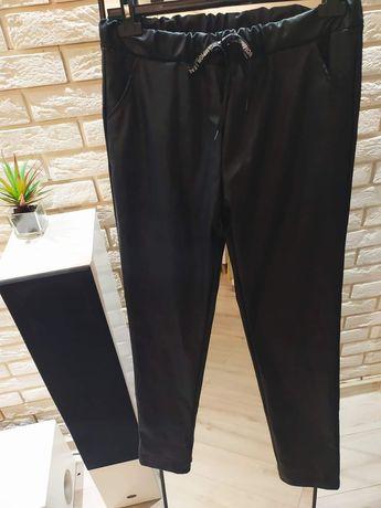 Świetne spodnie Eco skóra