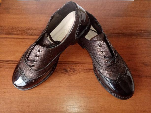 Новые туфли лаковые красивые