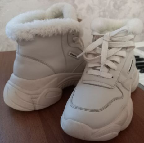 Зимові кросівки 37 розмір для дівчини