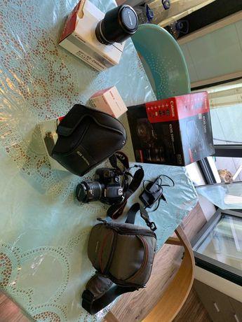 Canon EOS 550D muito estimada com caixas originais e muitos extras.