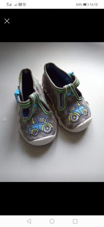Sandałki chłopięce r. 18
