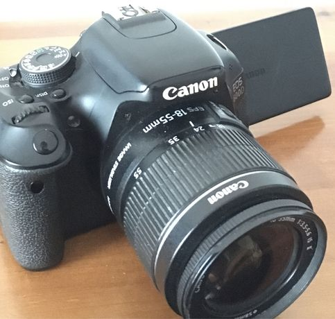 Máquina/Câmara Fotográfica Canon EOS 600D+Objetiva+Acessórios+Tripé