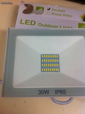 Projectores de Leds 30W 2000 lumens p/ exterior novos