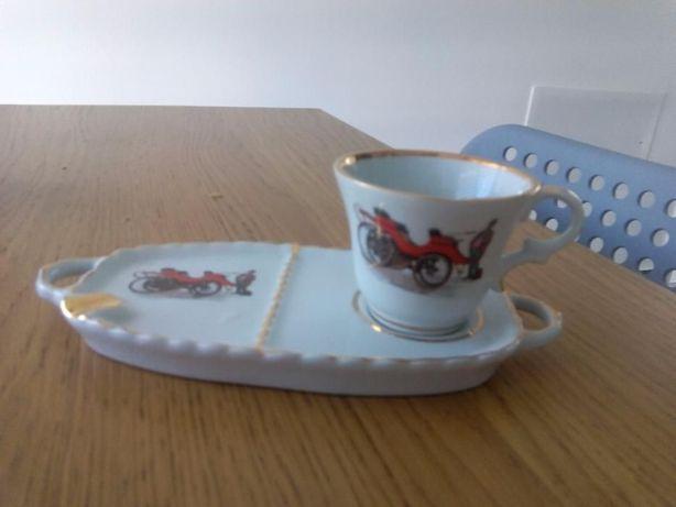 Chávenas e pires vintage (2 conjuntos)