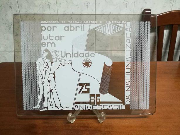 Placa de vidro pirogravado da *COVINA*