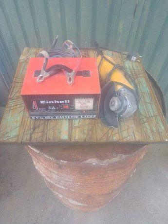 Carregador de baterias clássico e rebarbadora