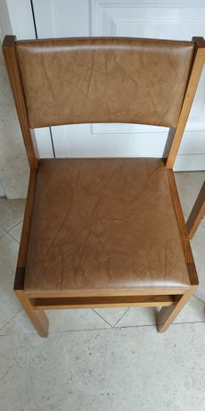 Cadeiras almofadadas