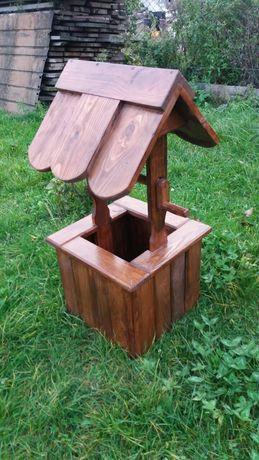 Декоративний дерев'яний колодязь