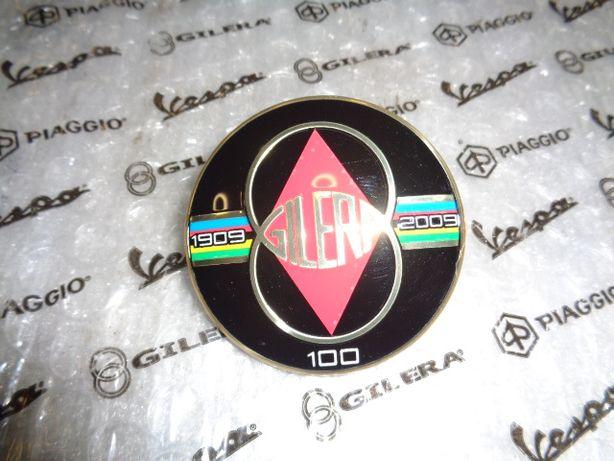 Emblemat Vespa Gilera 100 lecie nie dostępny na polskim rynku