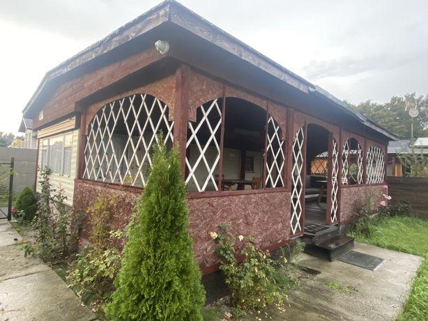Domek holenderski z tarasem