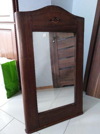 Zabytkowe lustro drewniane