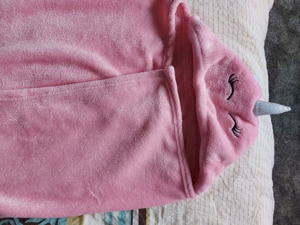 Kocyk różowy z kapturkiem