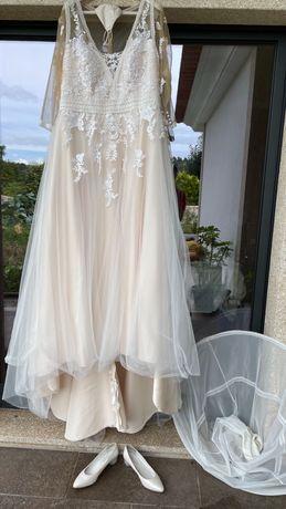 Vestido de Noiva com Máscara, Saiote e Sapatos