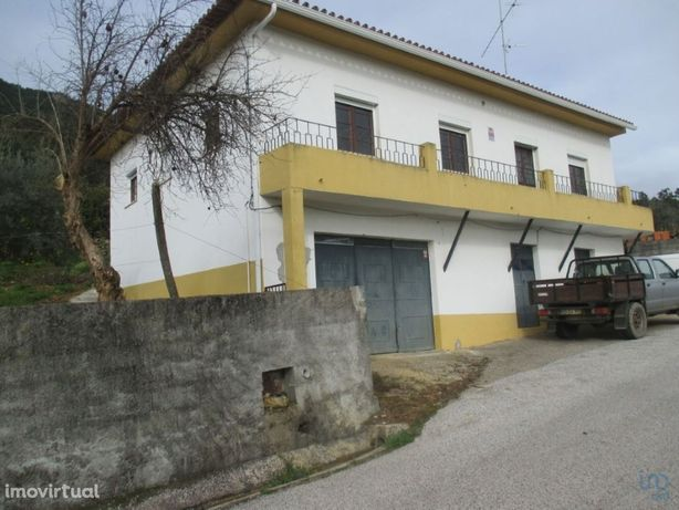 Moradia - 1300000 m² - T4