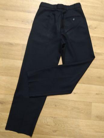 новые школьные брюки на мальчика рост 146.