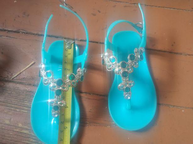 Обувь для девочки: босоножки, летняя обувь