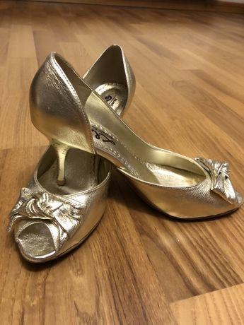 Zlote buty