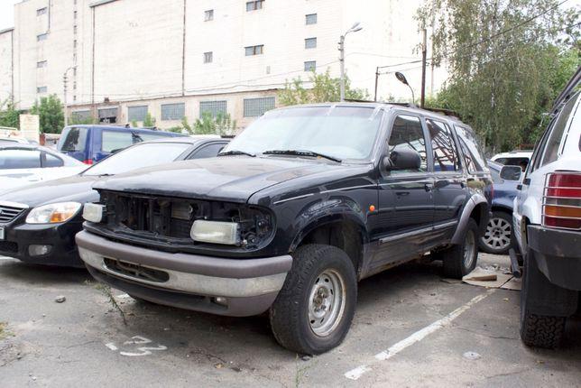 Ford Explorer 1996 год 4.0 под разборку