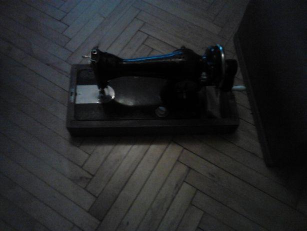 продам советскую настольную швейную машину