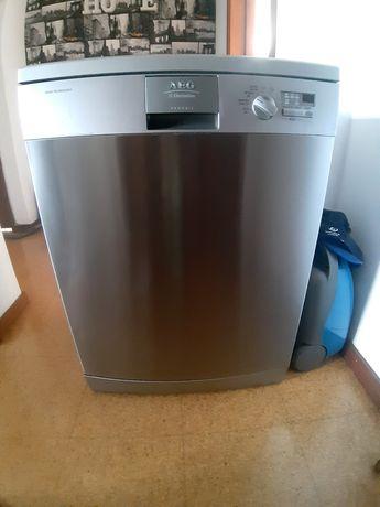 Máquina AEG lavar loiça