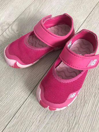 Buciki/sandałki dla dziewczynki New Balance rozm. 25.5