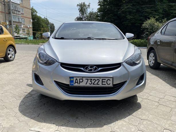 Hyundai Elantra 2012 год в отличном состоянии.