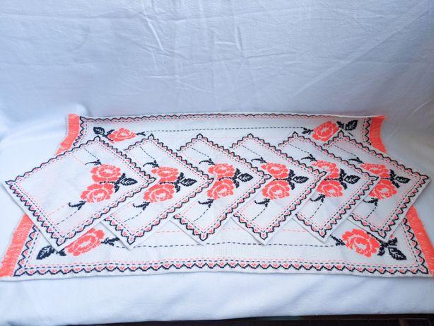 Набор салфеток на стол (украинский народный мотив) Ручная вышивка